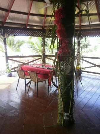 Va-i-Moana Seaside Lodge: Dining room with sea view