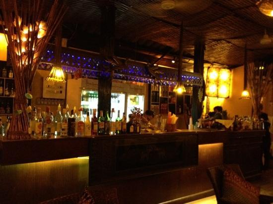 Thailandia: At the counter bar.