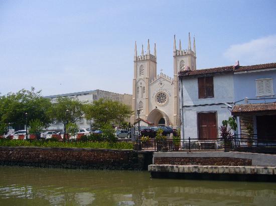 St. Francis Xavier Church: なかなか堂々としています
