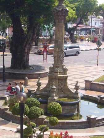 Queen Victoria's Fountain: ビクトリア女王記念噴水も休業