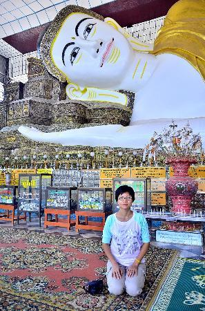 Shwethalyaung Buddha: อุบาสิกาที่ศรัทธาจากไทย