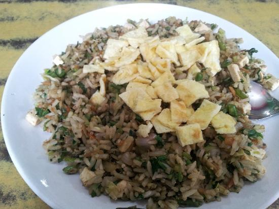 Gakyi Restaurant: Brown Fried Rice with Egg
