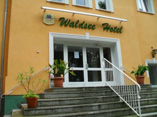 Waldseehotel Wirchensee: Aussicht aus dem Auto bei der Flucht aus dem Hotel