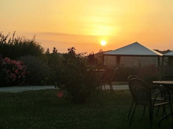 Castello di Petrata: tramonto dal ristorante