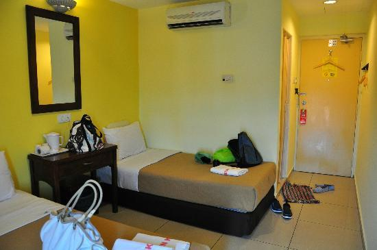 Sun Inns Kuala Selangor: Triple room