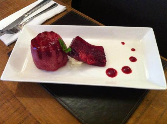 Twin Oaks Hotel Brasserie: Summer fruit pudding