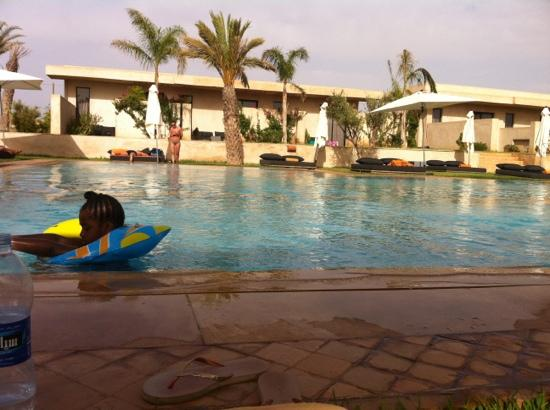 Sirayane Boutique Hotel & Spa : pool in the early afternoon.......