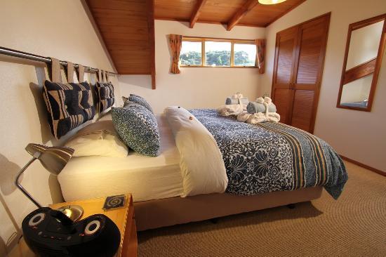 Chalet Romantica: Bellevue Suite master bedroom