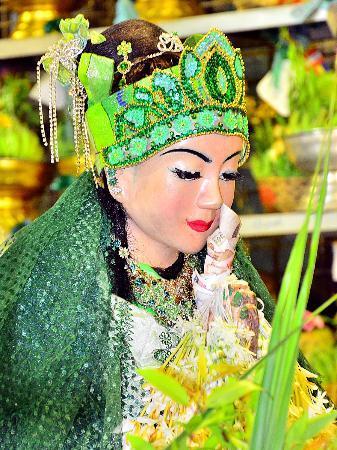Botahtaung Pagoda: เทพกระซิบ ขวัญใจคนไทยเช่นเดียวกัน