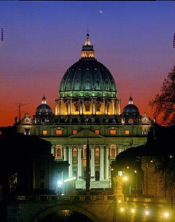 Vox Mundi: Saint Peter's Basilica at night