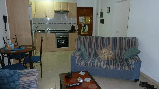 Los Geranios : A702 Lounge