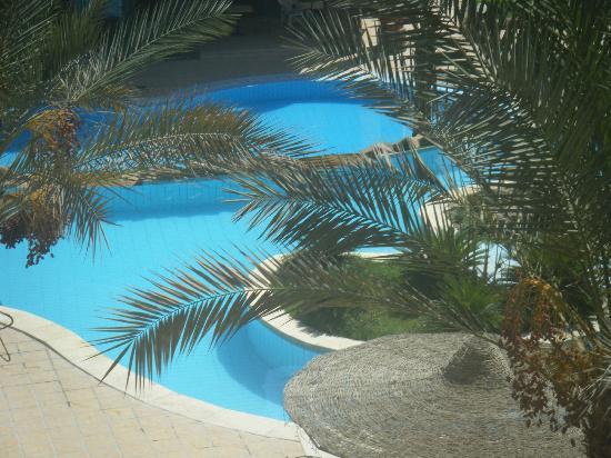 Sun & Sea Hotel: бассейн