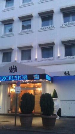 Novum Hotel Excelsior Duesseldorf: vordere Ansicht