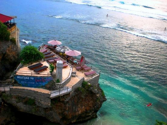 Delpi Rock Lounge, Suluban beach