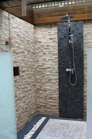 Ammatara Pura Pool Villa: 'Outside' shower