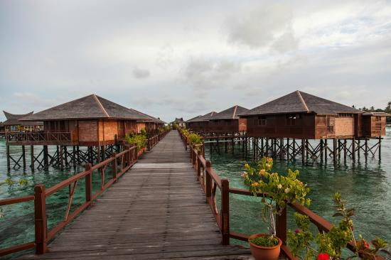 ‪‪Sipadan Water Village‬: The end of the walkway, S124 left, S128 on the right.‬