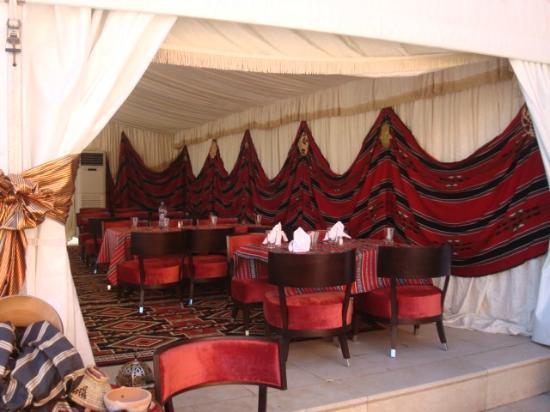 Al Waddan Hotel: Preparations for iftar, during Ramadan