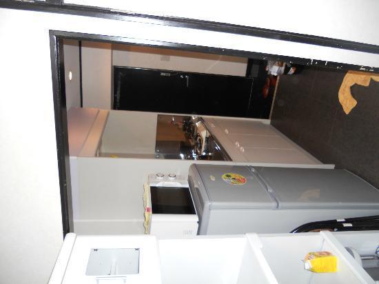 J residence Shinjuku: kitchen