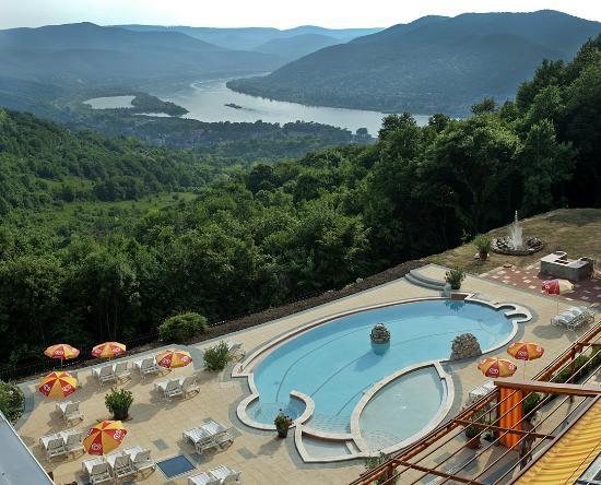Silvanus Hotel Visegrad: Outside swimming pool.