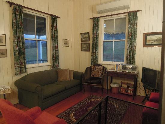 Cedar Glen Farmstay: Living area of Stinson Cottage
