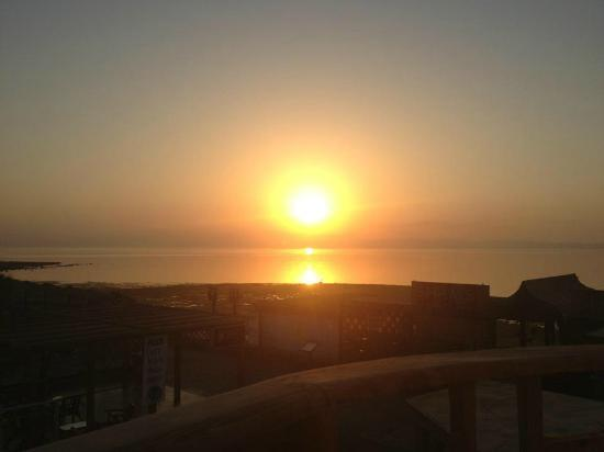 Shams Hotel: Sunrise view from the balcony
