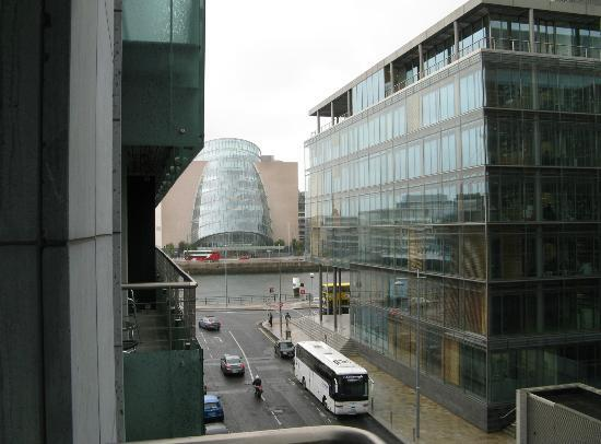 Clayton Hotel Cardiff Lane: Scorcio del Conference Centre dal balconcino della camera