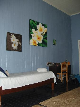 Samoan Outrigger Hotel: Corner of our room showing single bed and desk