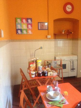 B&B Ciuri Ciuri: Andrea always keeps the kitchen very clean & tidy