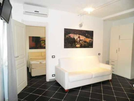 Costa Morroni : double room and double sofa bed of a bilo apartment