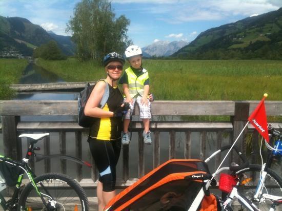 Hotel Der Schutthof: Bike trip around lake