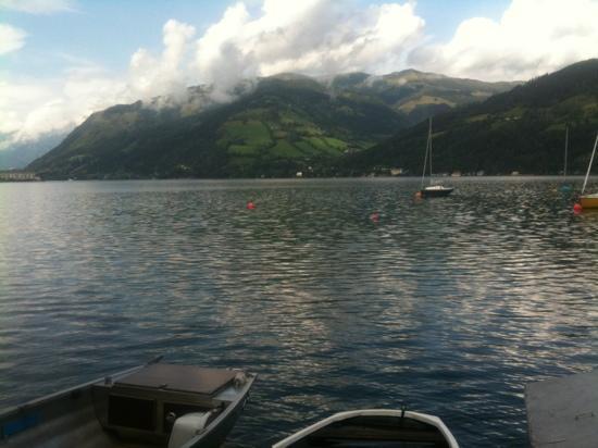 Hotel Der Schutthof: See Lake