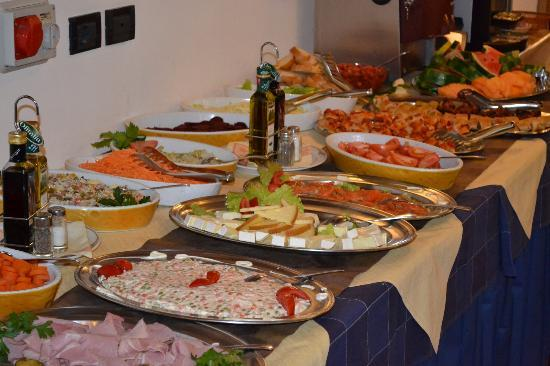 Hotel Chalet Alaska: Antipasti a buffet