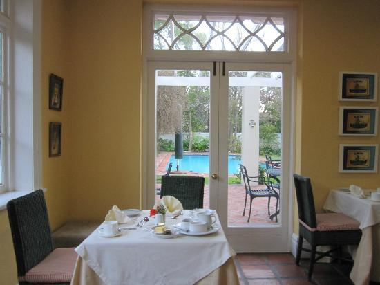 Summerwood Guest House: View from the dining area during a morning breakfast