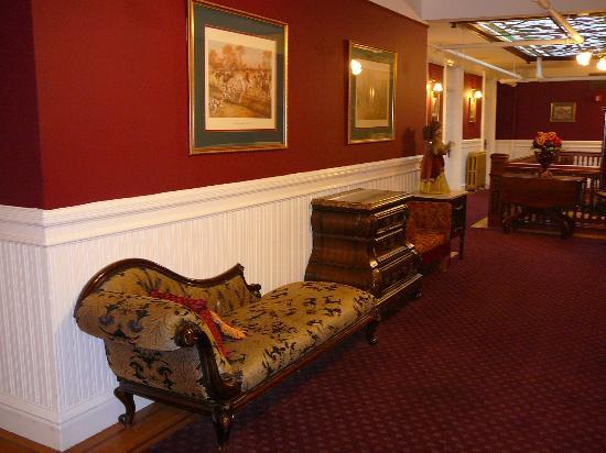 Queen Anne Hotel: Landing/Hall outside Rooms