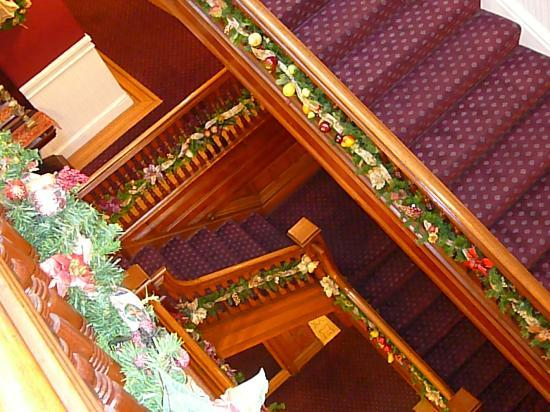 Queen Anne Hotel: Staircase