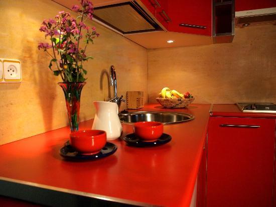 Apartamentos La Iguana : Cocina, apartamento 4 pax. camas individuales