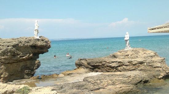 Plaka Beach: Statuine