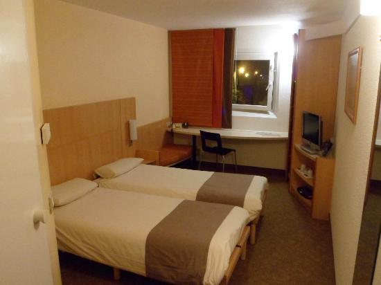 Ibis Leicester: The room