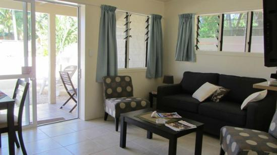 Coral Sands Apartments: Lounge area