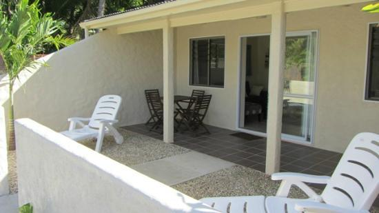 Coral Sands Apartments: Porch area