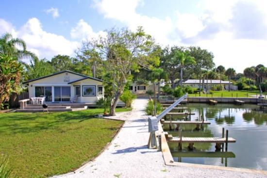 Buchan's Landing Resort: Roll out of bed and into your boat.  It's all here!