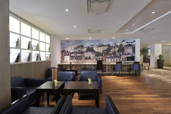 Holiday Inn Lyon-Vaise : lobby bar