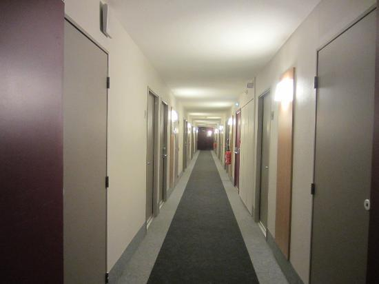 B&B Hotel Lille Centre Grand Palais: To the rooms! 