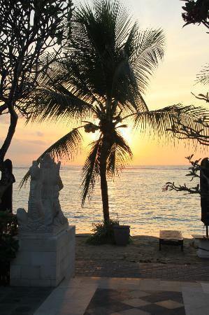 Vila Shanti Beach Hotel: Sunrise