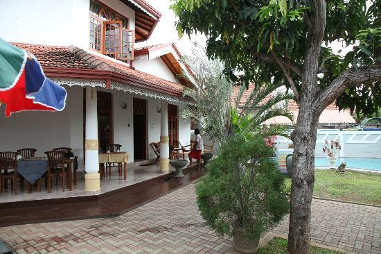 Serendib Guest House: Serendib from the front