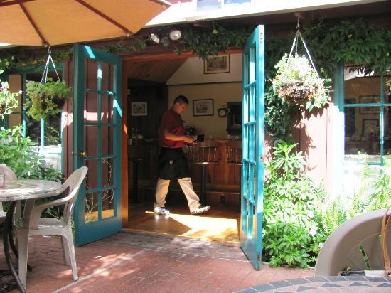 Ripplewood Resrt Restaurant : Patio entrance
