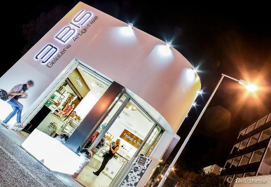 Gelateria 3 Bis by night