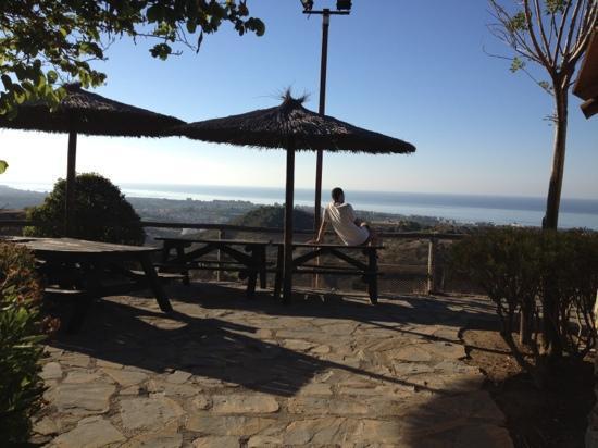 Selwo Lodge Hotel: zona picnic con vista sul mare