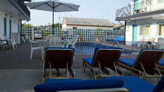 Amethyst Beach Motel: View of the pool