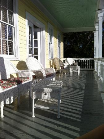 Avalon Bed and Breakfast: Veranda